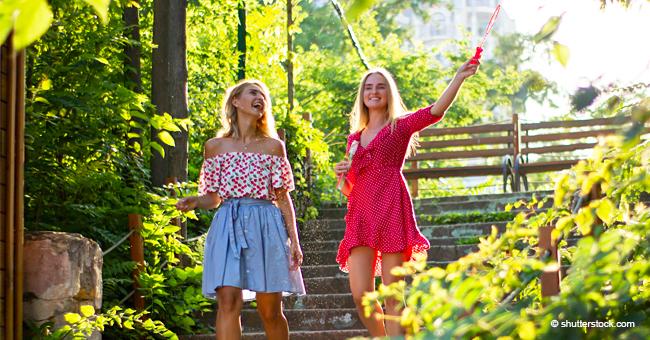 Deux blondes attendent aux portes du paradis