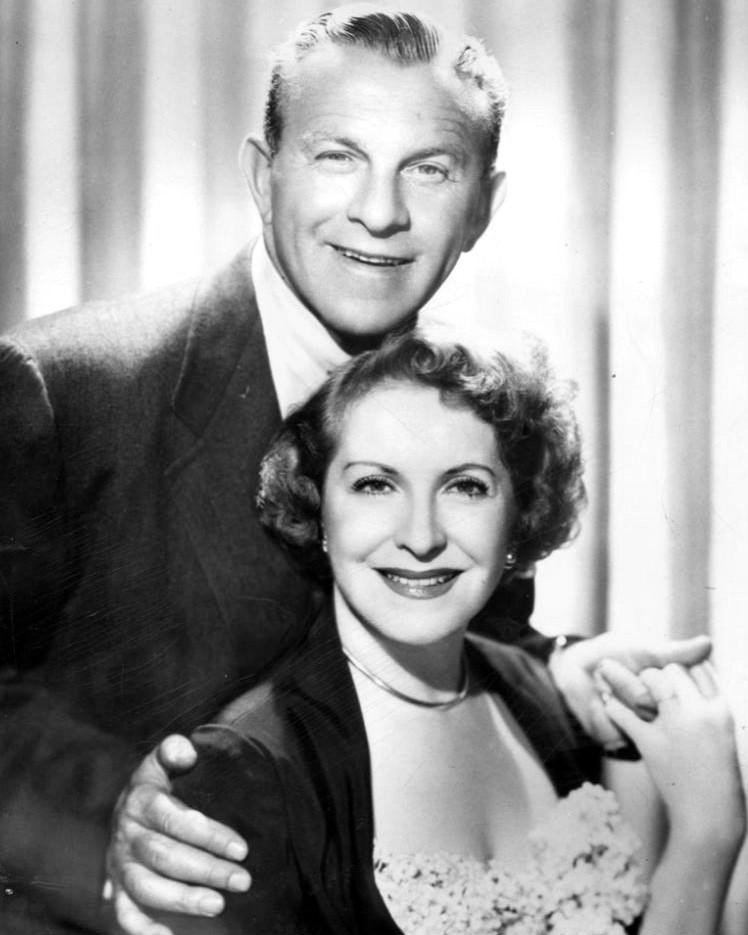 George Burns and Gracie Allen in 1952. | Source: Wikimedia Commons