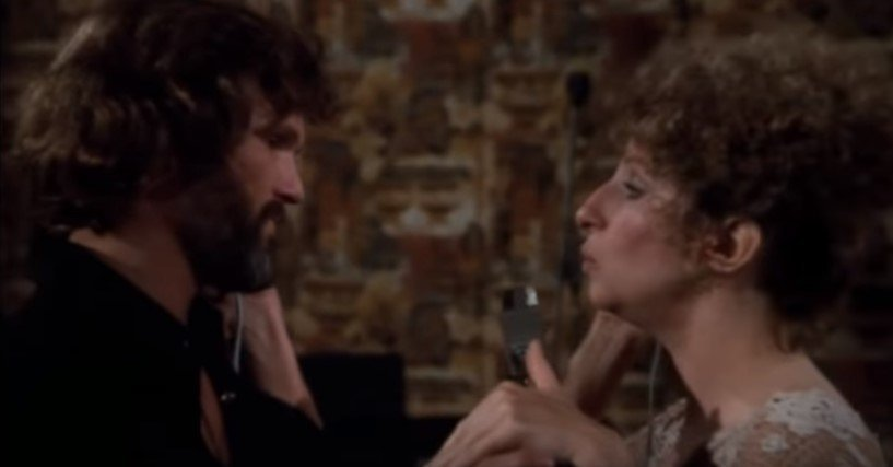 Barbra Streisand and Kris Kristofferson's performing a song together | Photo: Youtube / Dugsbugs1