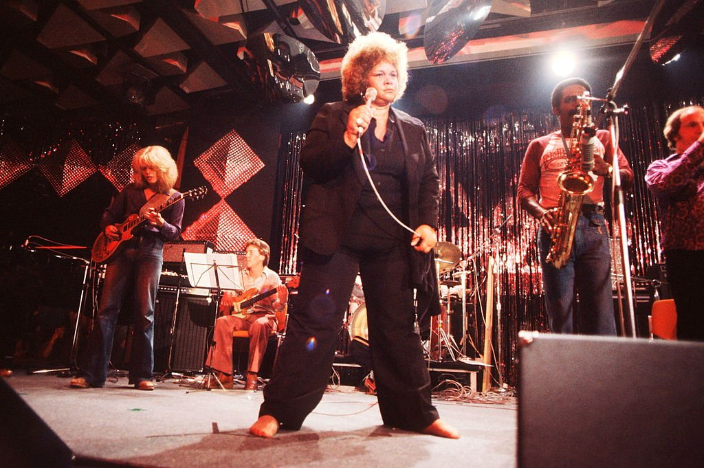 Etta James performs on stage at Montreux Jazz Festival, 1977. | Photo: Getty Images