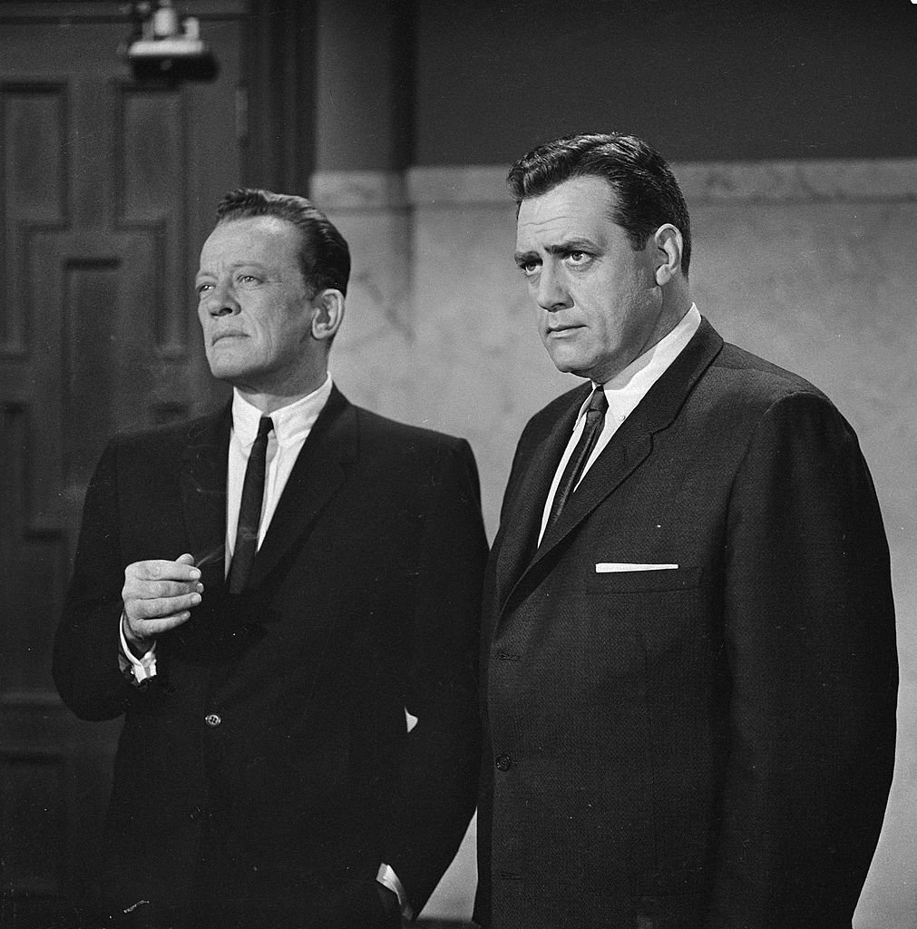 """William Talman as District Attorney Hamilton Burger and Raymon Burr as Perry Mason on the """"PERRY MASON"""" show on November 8, 1962. 