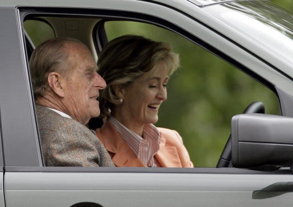 Le Prince Philip et Lady Penny Brabourne. |Photo : Getty Images