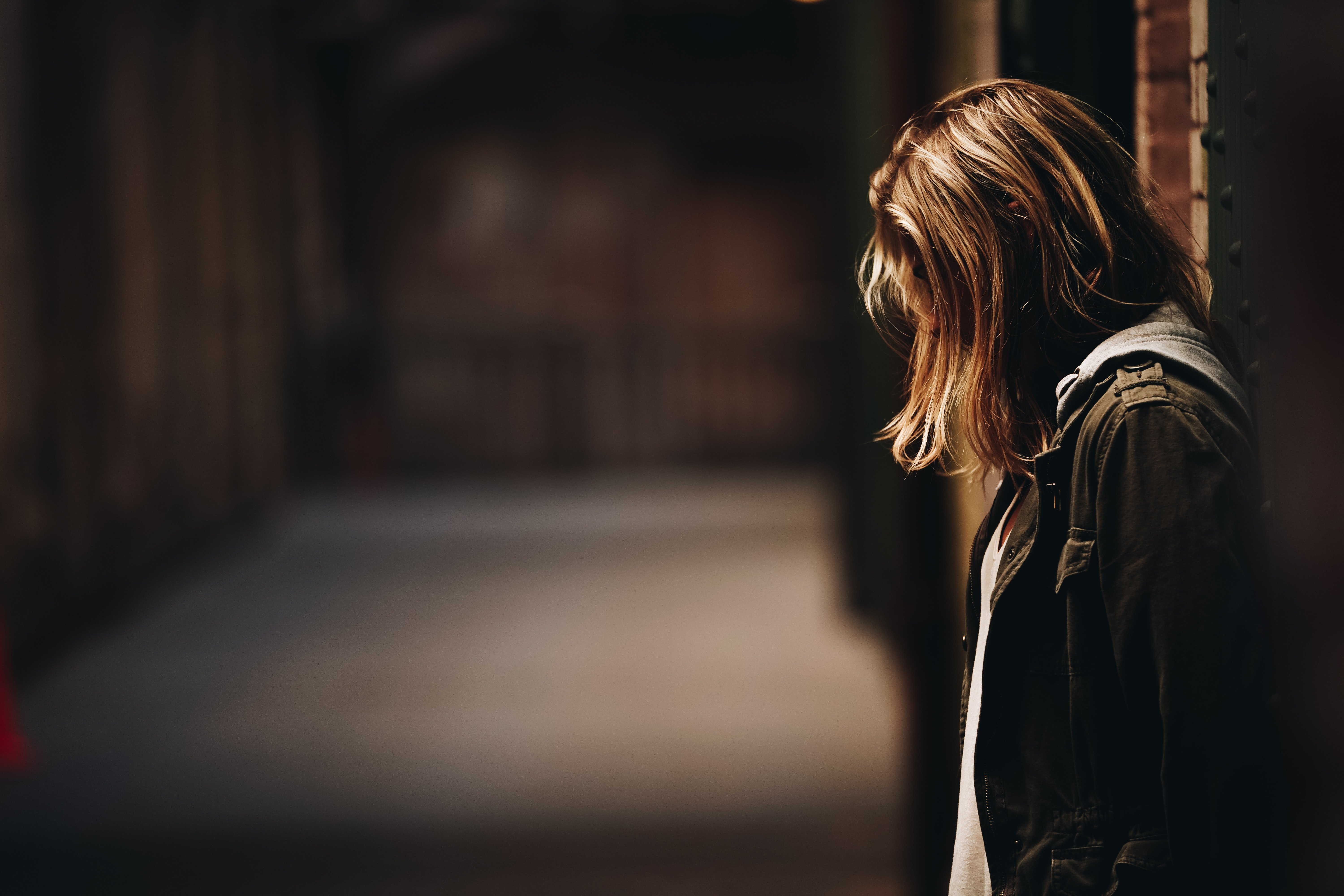 Claire kept asking for help, but everyone turned a deaf ear to her   Photo: Unsplash