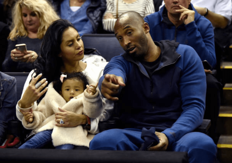 Kobe Bryant chats with his wife Vanessa Bryant as they sat in the stands with their daughter Bianka Bryant at the UConn-Notre Dame NCAA Tournament national semi-final in Columbus, Ohio, on March 30, 2018, | Source: Brad Horrigan/Hartford Courant/Tribune News Service via Getty Images