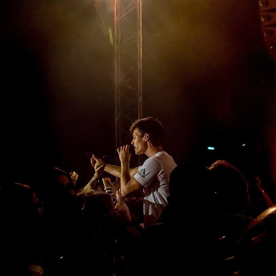 WIncent Weiss bei einem Auftritt, 2018   Quelle: Wikimedia Commons