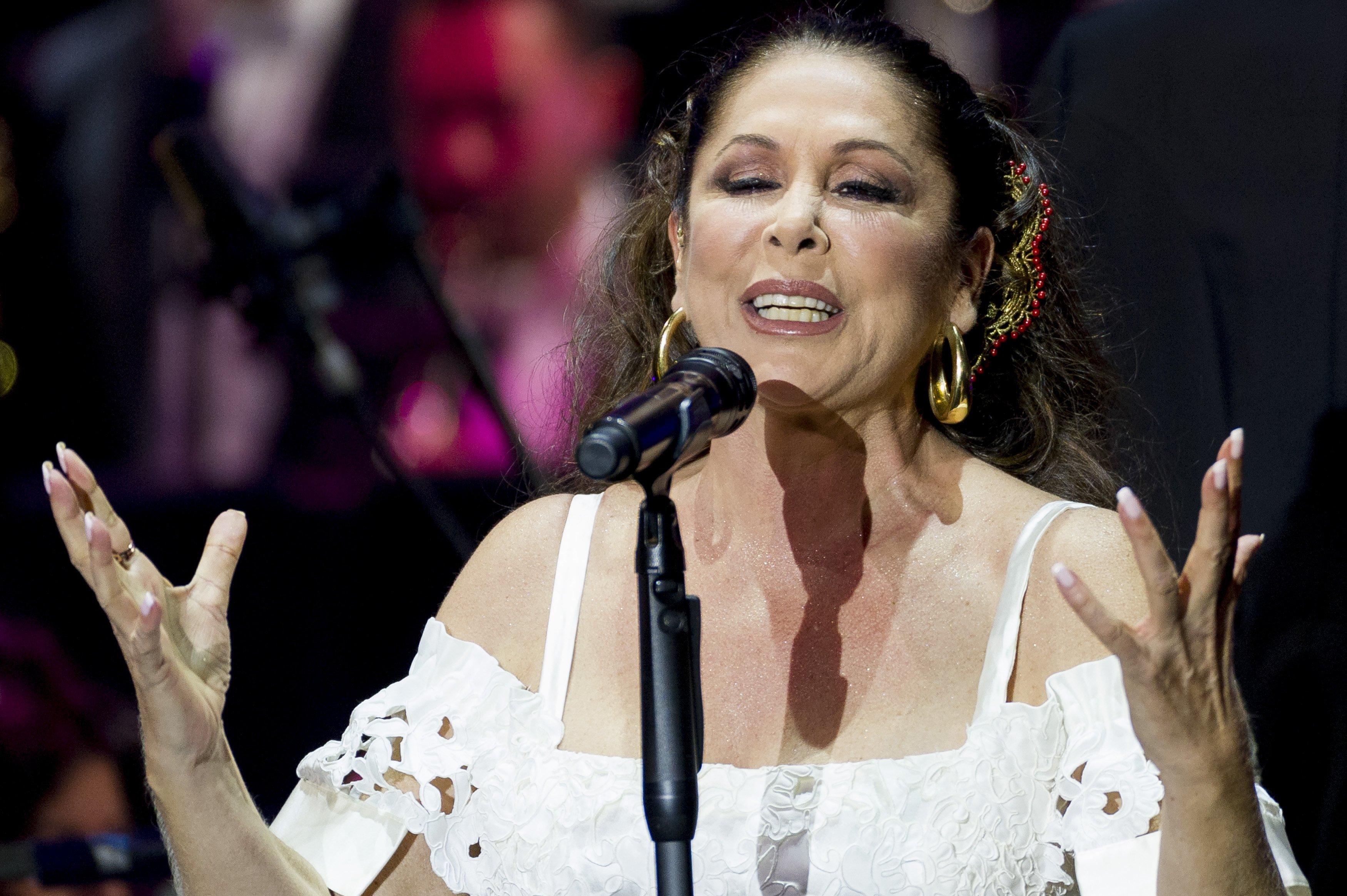 Isabel Pantoja disfruta cantar sobre el escenario.   Foto: Getty Images