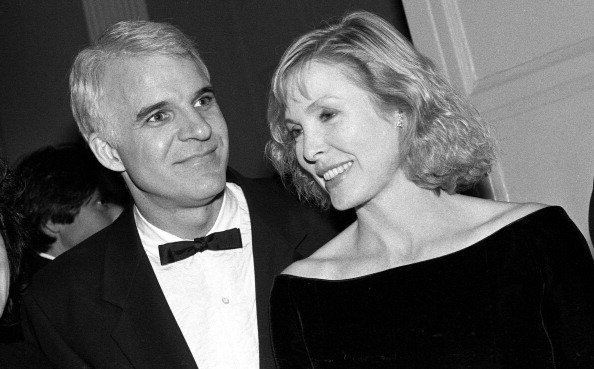 Steve Martin and Victoria Tennant at the Waldorf Astoria hotel on February 27, 1990 in New York City, New York | Source: Getty Images