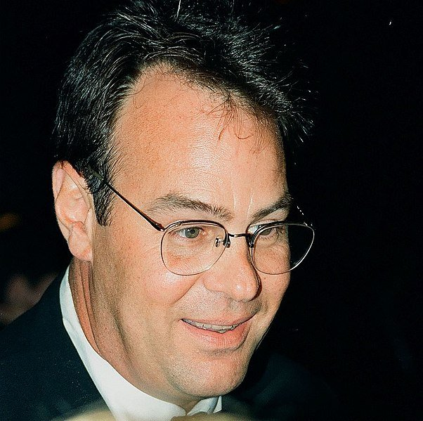 Dan Aykroyd at the 1996 Bill Clinton fund raiser. | Source: Wikimedia Commons