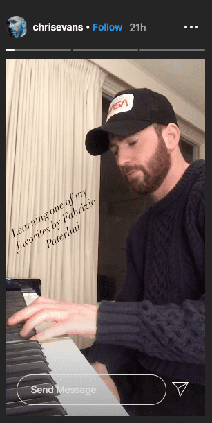 Chris Evans seen playing a piano. | Photo: Instagram/chrisevans