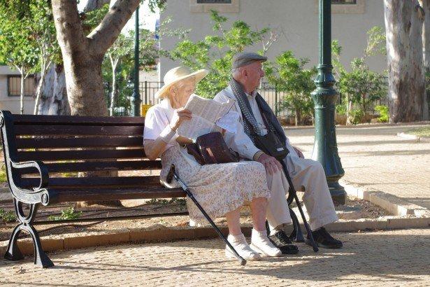 Los ancianos son los más vulnerables a la estafa-Imagen tomada de Public Domain Picture