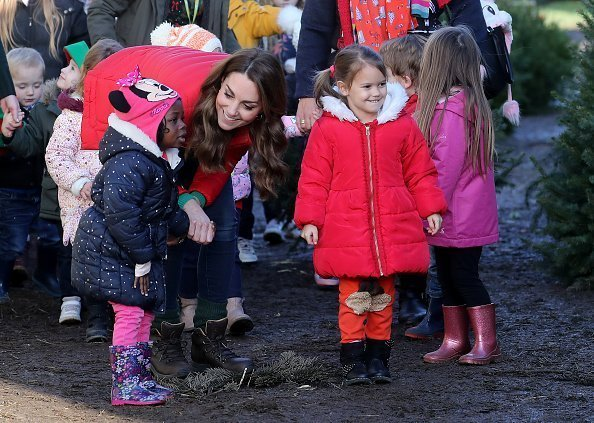 Duchesse de Cambridge rejoint les familles et les enfants qui sont soutenus par l'association caritative Family Action à Peterley Manor Farm le 04 décembre 2019 à Great Missenden, Angleterre | Photo: Getty Images