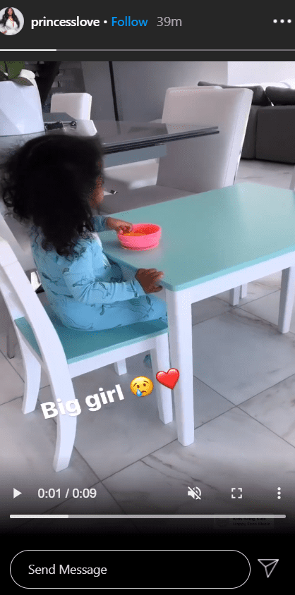 A screenshot from a video of Princess Love's daughter Melody eating on her custom dinning. | Photo: Instagram/Princesslove
