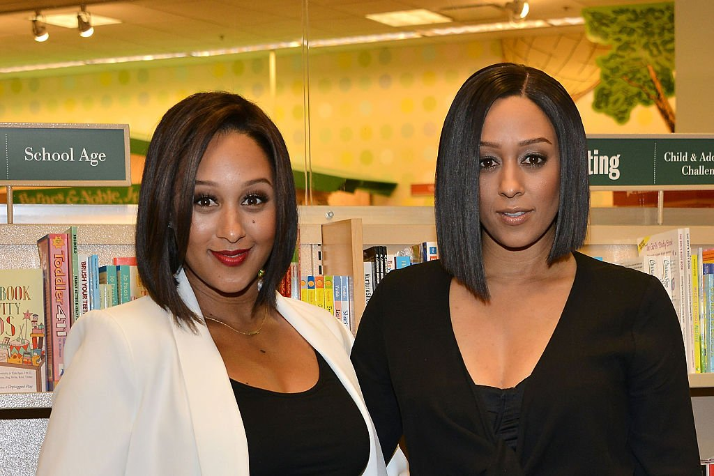 Tamera Mowry and Tia Mowry sign and discuss their new book 'Twintuition' at Barnes & Noble bookstore at The Grove on April 21, 2015 in Los Angeles, California. | Photo: Getty Images