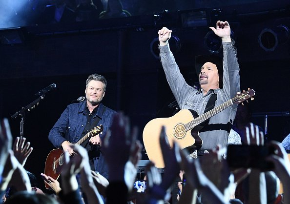 Blake Shelton and Garth Brooks at the 53rd Annual CMA Awards in November 2019. | Photo: Getty Images