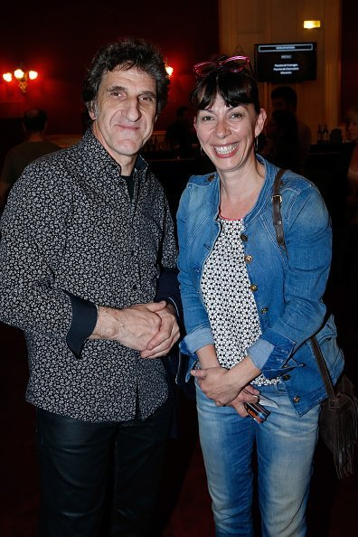 Gilles Benizio et Corinne Benizio au Théâtre de Paris le 11 mai 2015 à Paris, France. | Photo : Getty Images