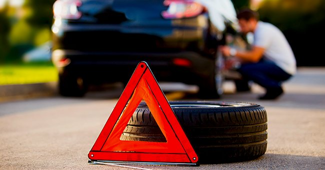 A photo of a car with a issue. | Photo: Shutterstock