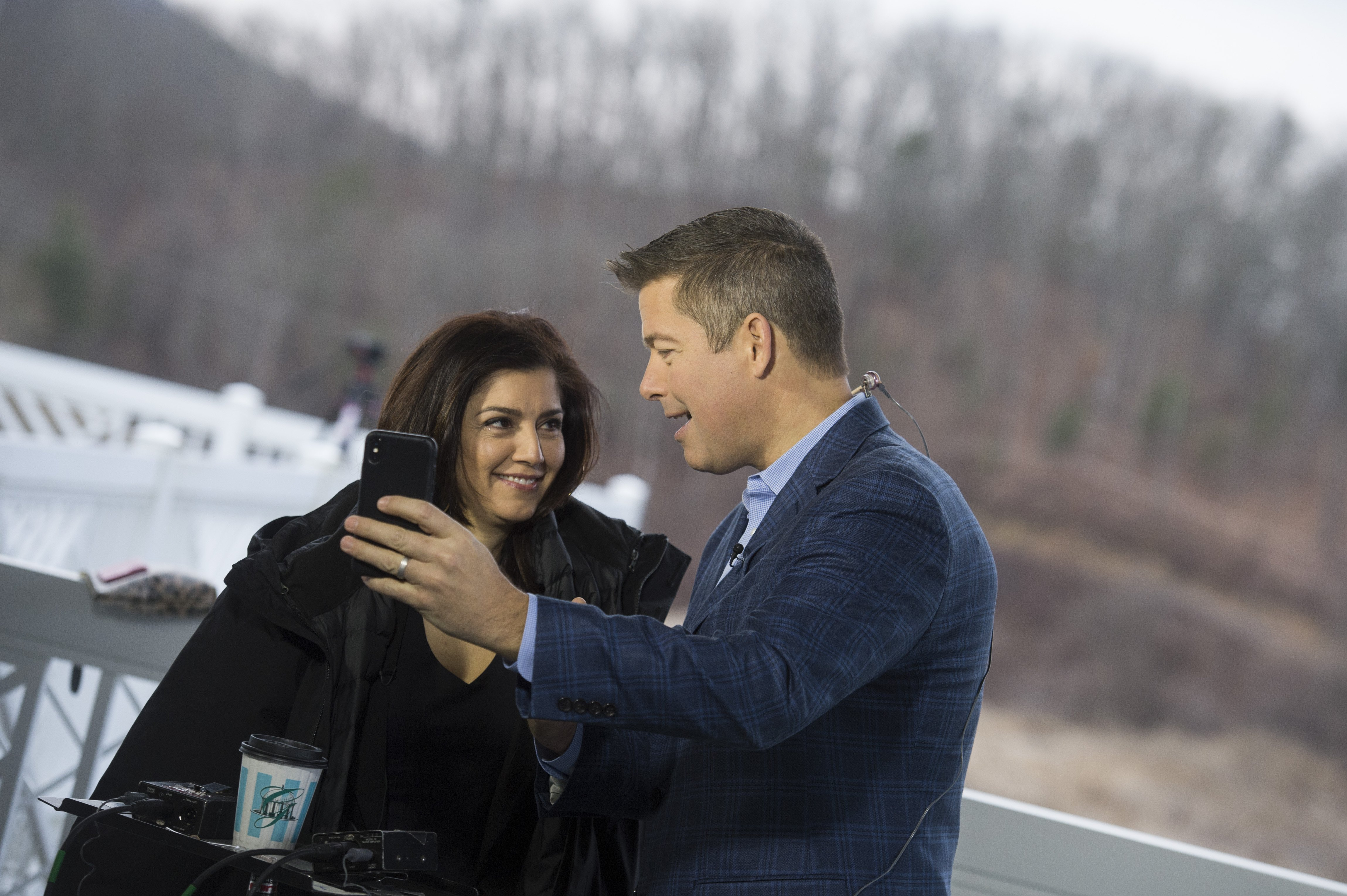 Rep. Sean Duffy, R-Wis., and his wife Rachel Campos-Duffy film a video at the media center during the House and Senate Republican retreat on February 1, 2018 |Photo: Getty Images