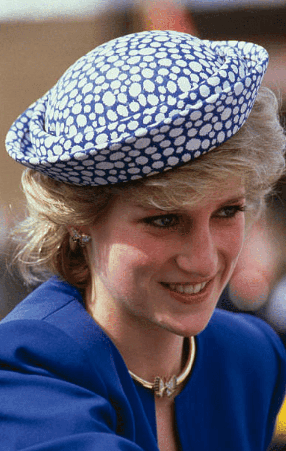 Princess Diana greeting people during a trip to Canada, on May 3, 1986 | Source: Getty Images
