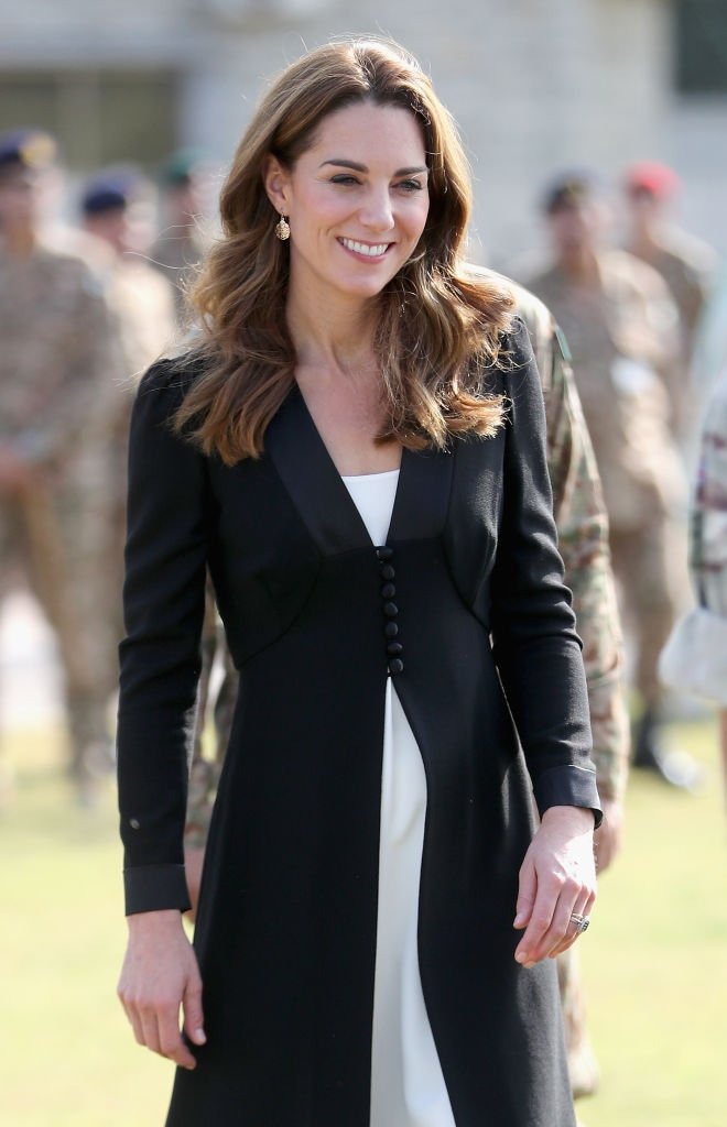 Kate Middleton lors d'une visite à un centre canin de l'armée. | Photo : Getty Images