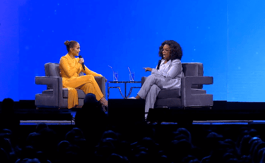Jennifer Lopez and Oprah Winfrey discuss aging and self image on her 2020 Vision Tour on February 28, 2020. | Source: YouTube/WW formerly Weight Watchers