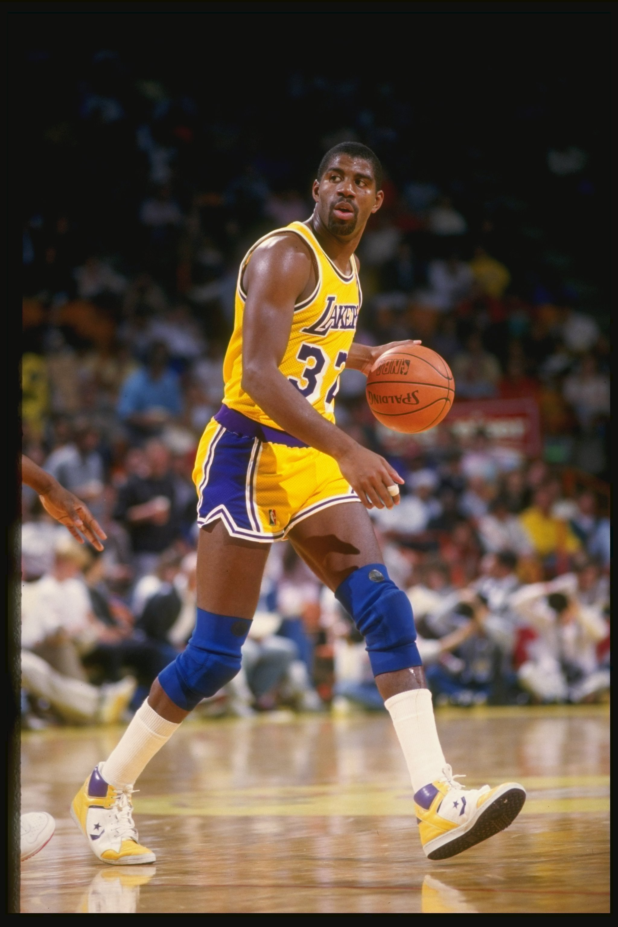 Former Los Angeles Lakers baller Magic Johnson dribbles the ball during a game at the Great Western Forum in Inglewood, California circa 1987. | Source: Getty Images