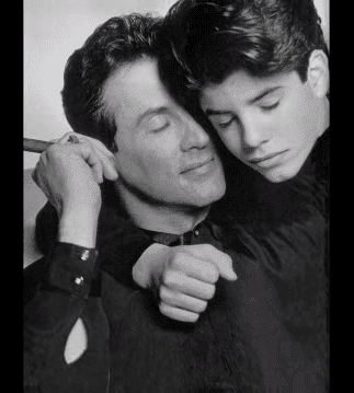 Sage Stallone y su madre Sylvester. |Foto:Youtube/Cookie Kwan