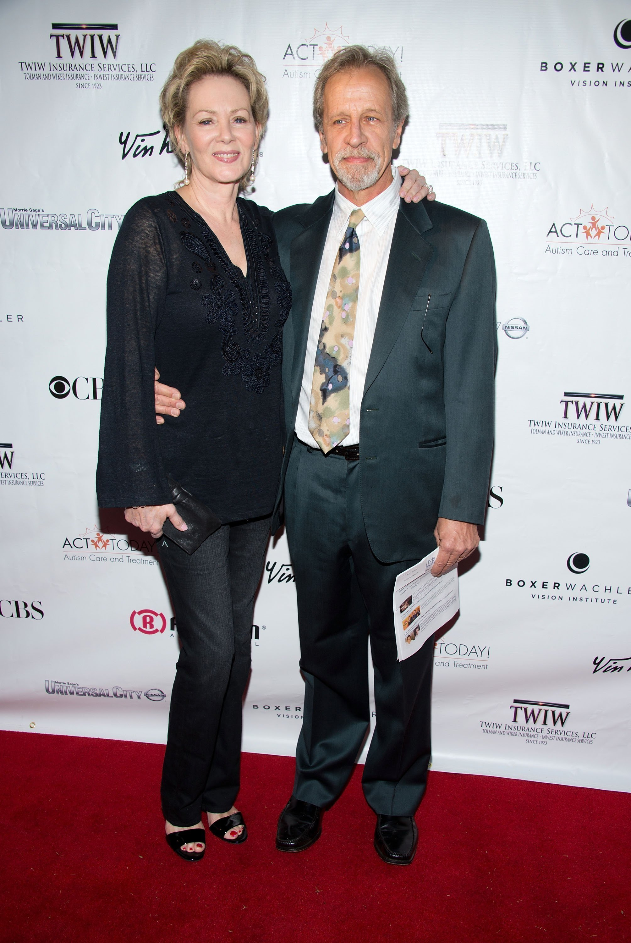 Jean Smart Of Designing Women Fame Has Been Married For 32 Years Here S A Look At Her Marriage Check out couple comparison to know about their age, birth place, net worth, salary, height, weight, ethnicity, nationality, profession, lucky numbers etc. jean smart of designing women fame