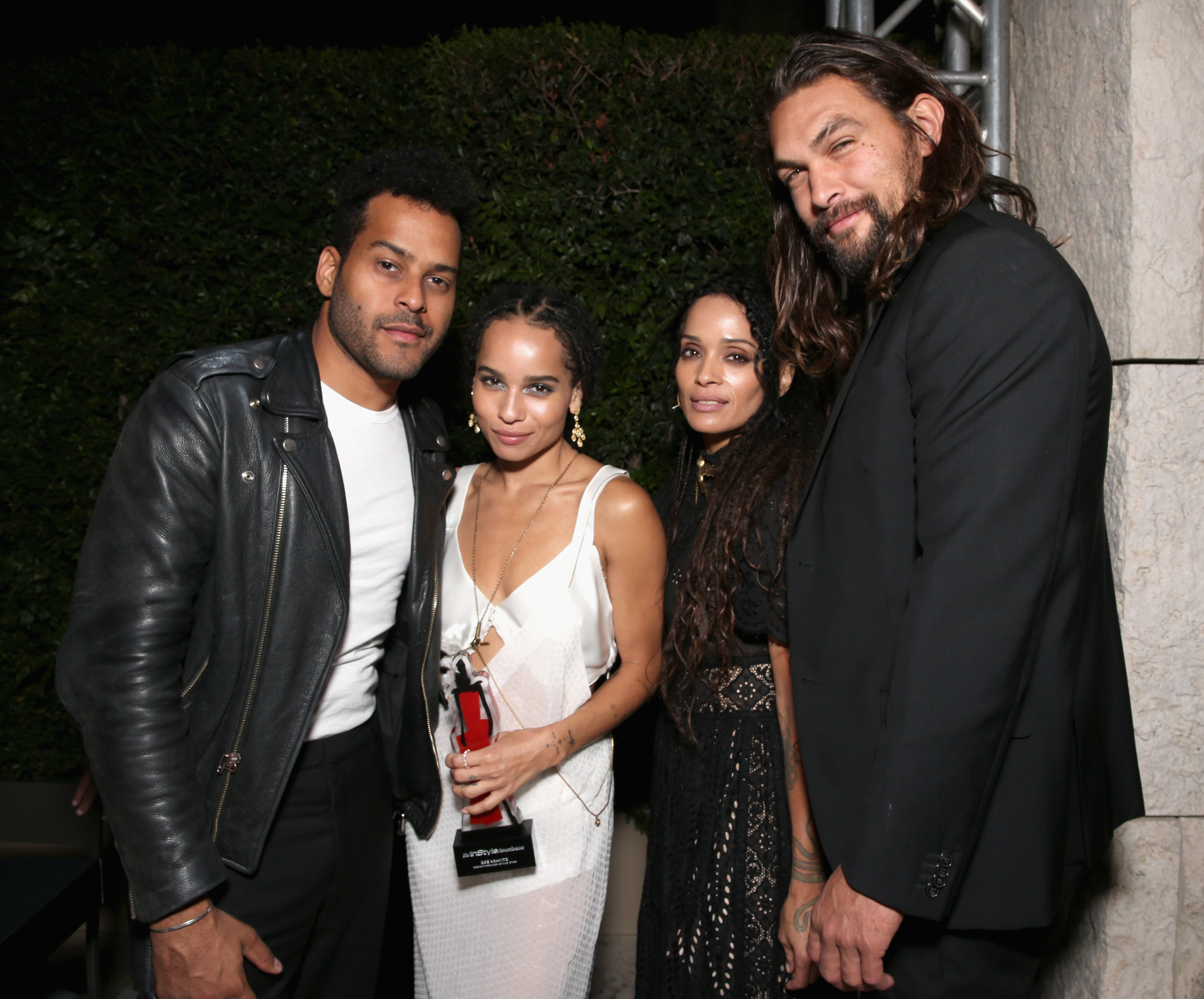 (L-R) Singer Twin Shadow, Zoë Kravitz,  Lisa Bonet & Jason Momoa at the InStyle Awards on Oct. 26, 2015 in California | Photo: Getty Images
