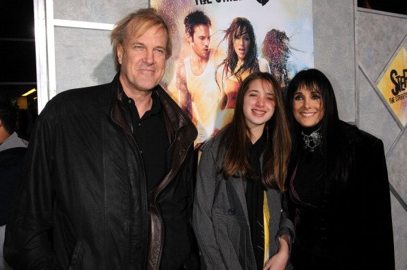 John Tesh, Connie Sellicca, and their daughter Prima at the Arclight Theatre on February 4, 2008 in Los Angeles, California. | Photo: Getty Images