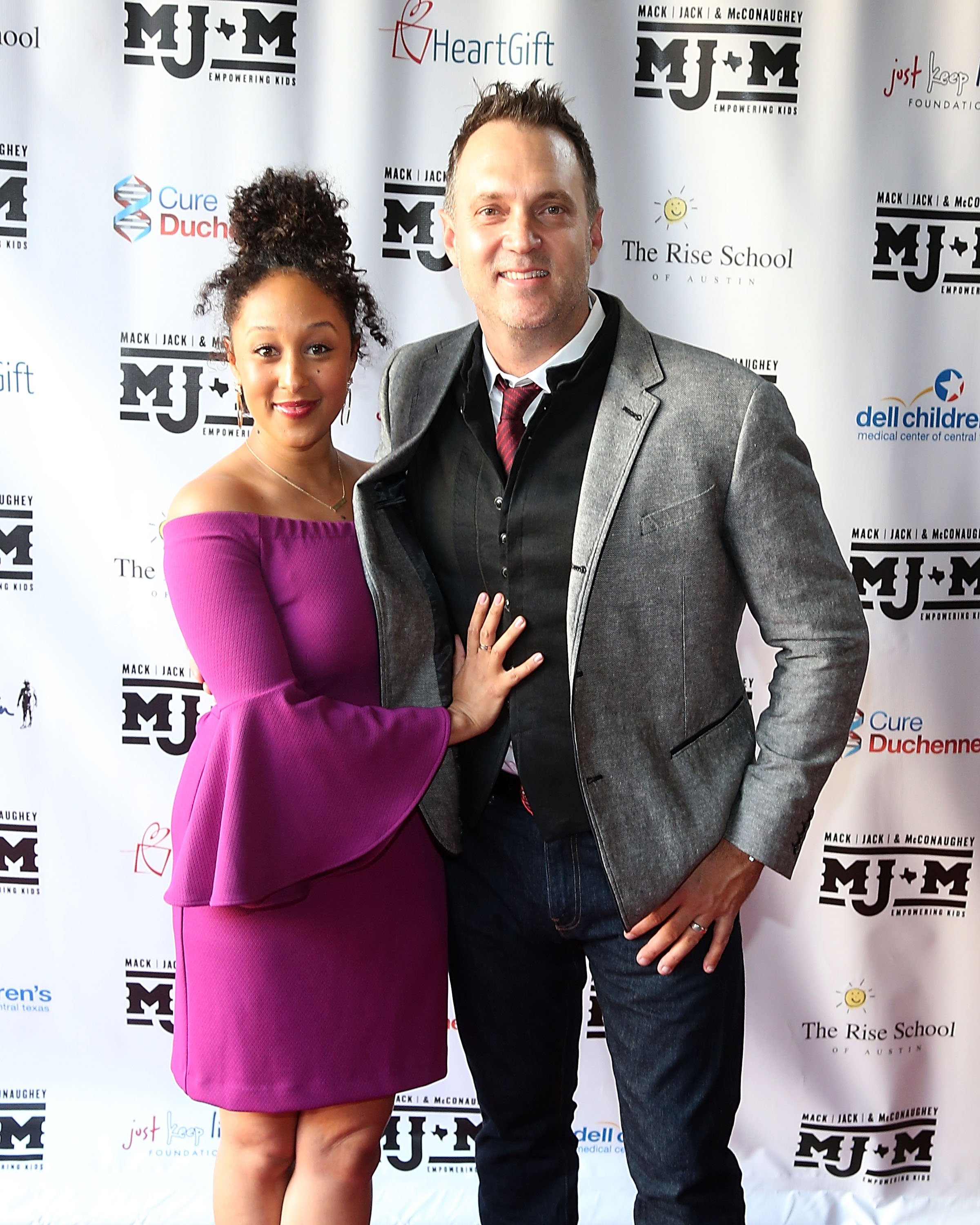 Tamera Mowry-Housley and Adam Housley at the Mack, Jack & McConaughey charity gala on April 12, 2018 in Texas. |Photo: Getty Images
