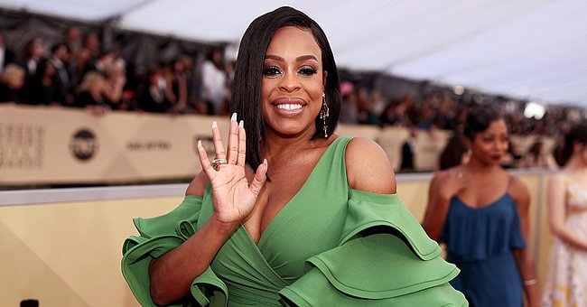 Niecy Nash from 'Claws' Flashes Wide Smile as She Poses in Tight Green Dress with Deep Neckline in Photos