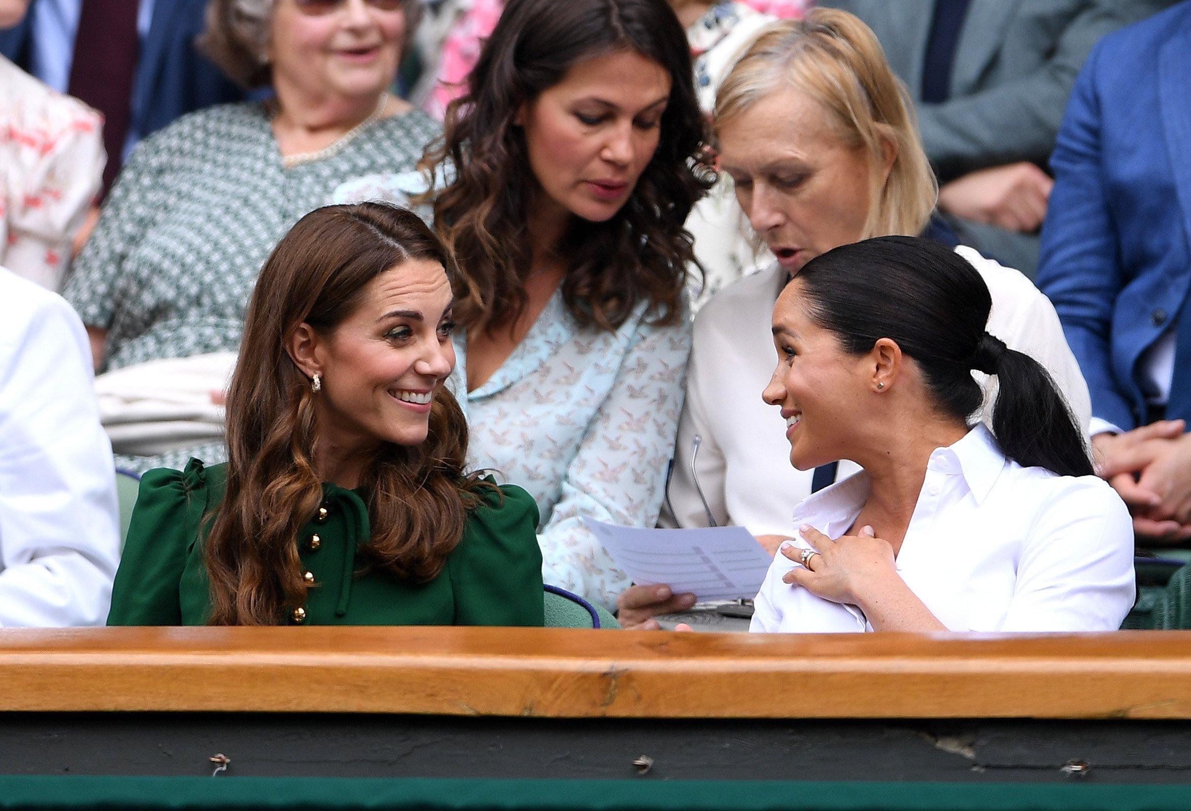 Kate Middleton et Meghan Markle à la finale des simple dames de Wimbledon 2019. l Source : Getty Images