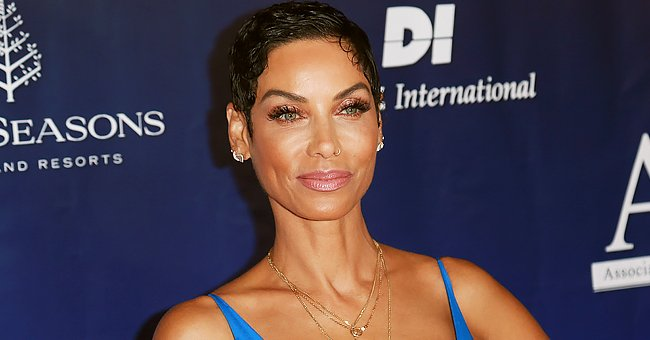 Nicole Murphy Stuns with Her Flawless Body as She Rides Skateboard in a Top & Leggings (Video)