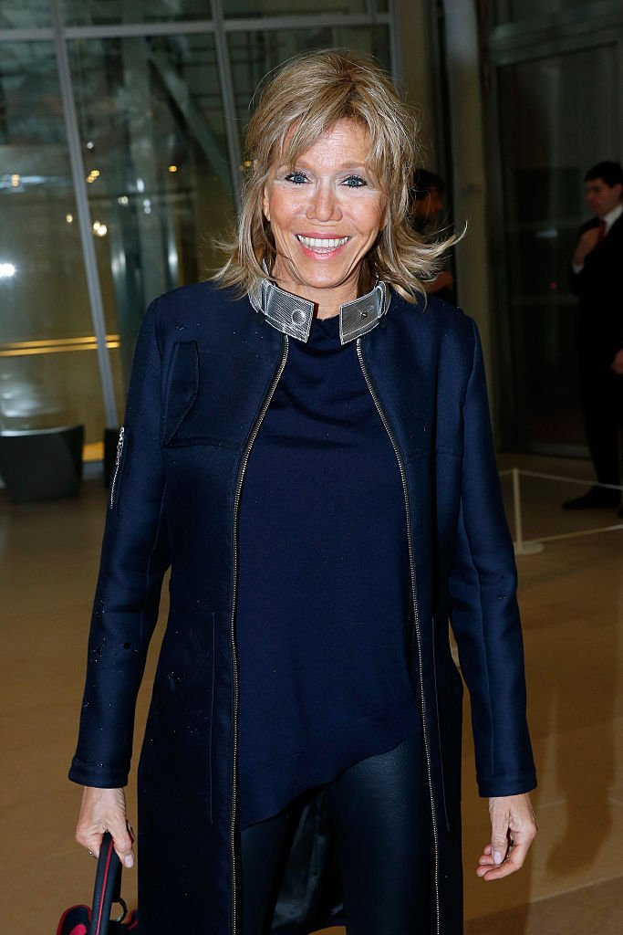 Brigitte Macron lors du défilé Louis Vuitton de la Fashion Week de Paris le 9 mars 2016. l Source : Getty Images
