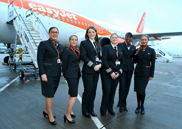 Crew of  an EasyJet flight posing in front of a plane at Gatwick Airport | Photo: Getty Images