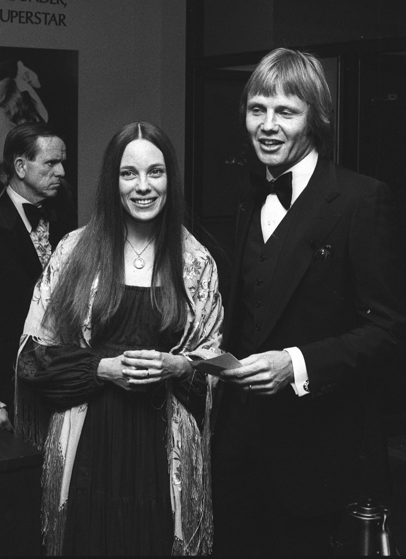 Marcheline Bertrand and Jon Voight in Los Angeles, California on March 26, 1976 | Photo: Getty Images