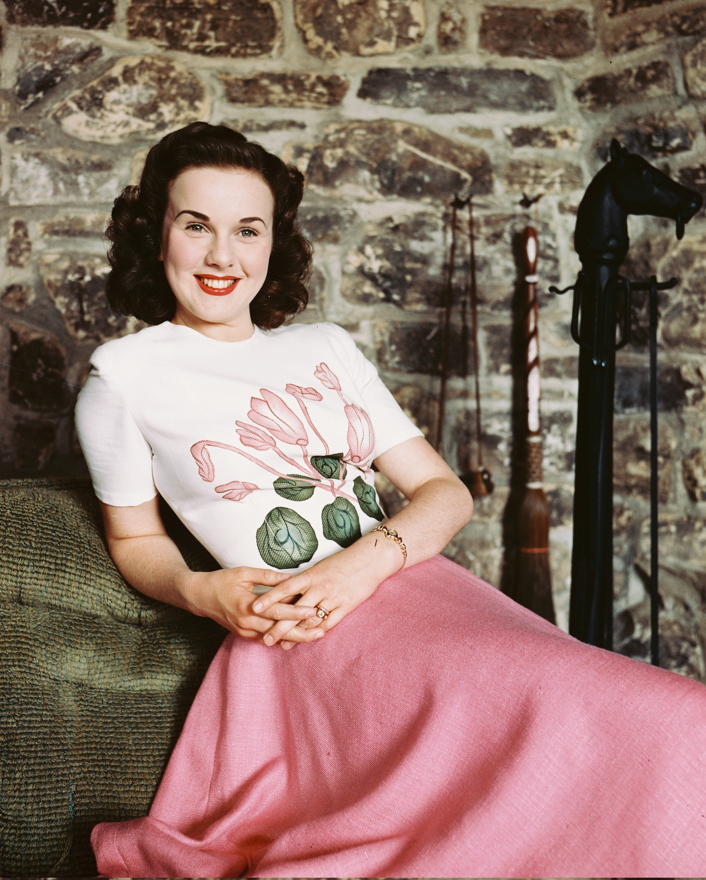 Deanna Durbin poses with a flowered blouse and pink skirt in circa 1955   Photo: Getty Images