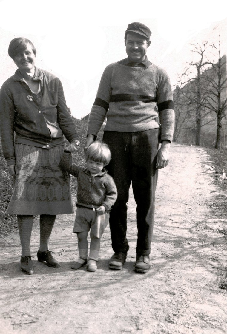 Ernest Hemingway with then-wife Elizabeth Hadley Richardson and son Jack Hemingway | Source: Wikimedia Commons/ Owned by John F. Kennedy Presidential Library and Museum, Boston, Ernest Hadley and Bumby Hemingway, marked as public domain