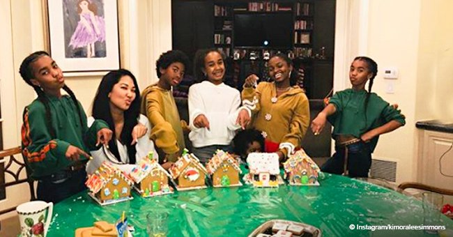 Kimora Lee Simmons has gingerbread house contest for late friend Kim Porter's kids in new photos
