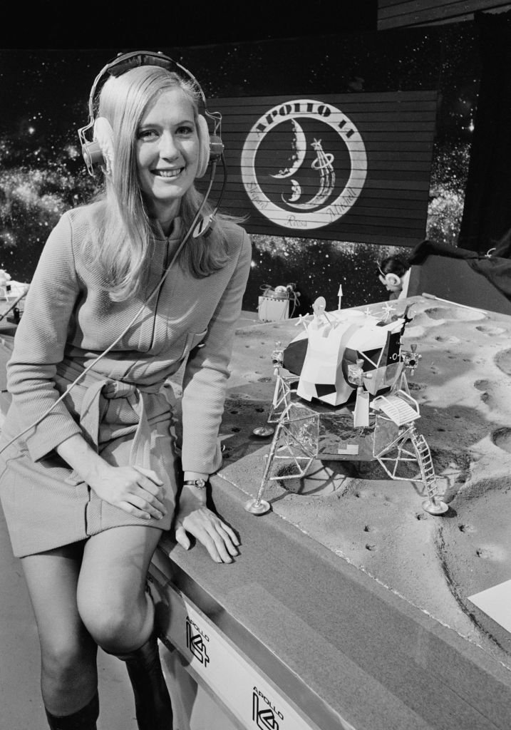 Frances 'Poppy' Northcutt, an engineer at NASA's Mission Control posing at the ITN studios with a model of the Apollo 14 Lunar Module | Source: Getty Images