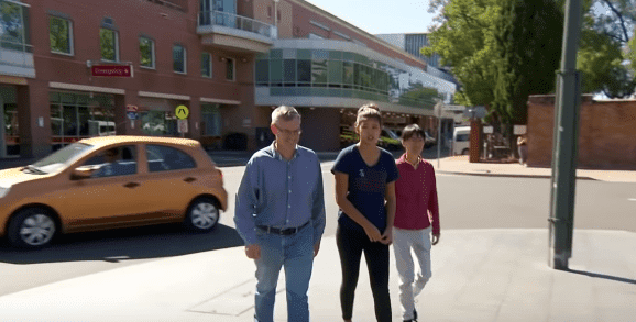 Jessica, Anna, and Brad Boatwright leaving Liverpool Hospital in Sydney. | Source: YouTube/A Current Affair.
