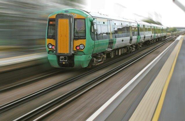 Tren en movimiento.   Foto: Pixabay