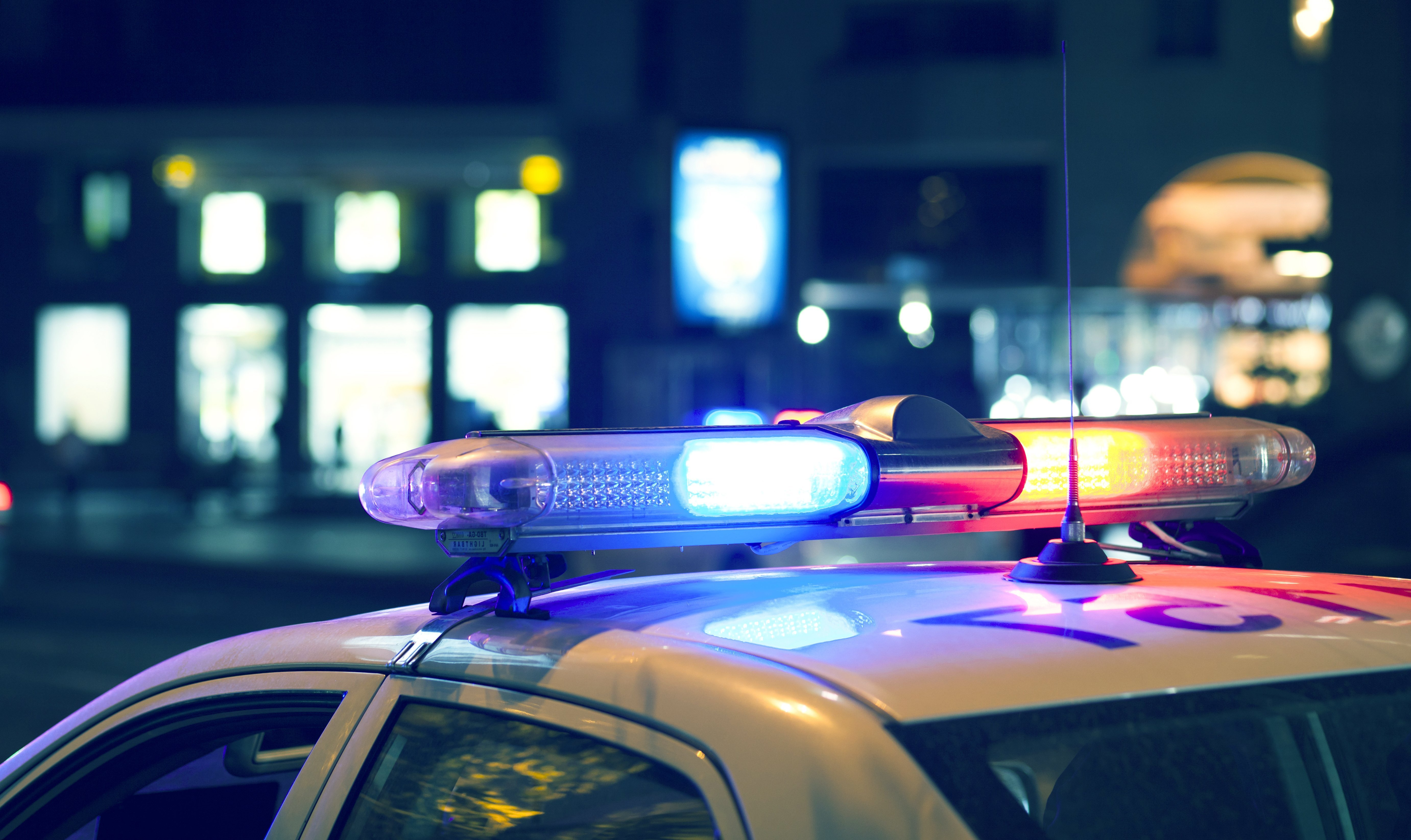 Police patrol with lights on. | Photo: Shutterstock