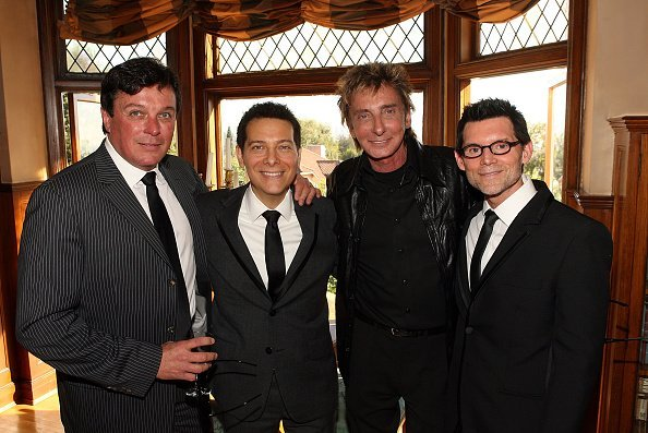 Garry Kief and Barry Manilow attend the wedding of Michael Feinstein and Terrence Flannery held at a private residence on October 17, 2008 | Photo: Getty Images