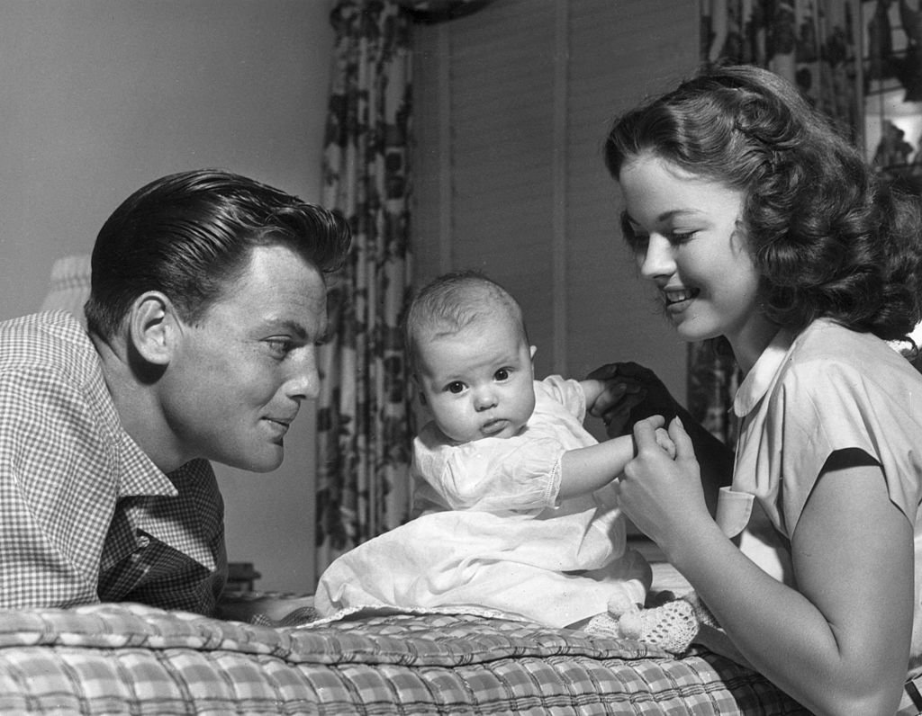 Shirley Temple and John Agar pose with their three-month baby daughter, January 1948 | Source: Getty Images