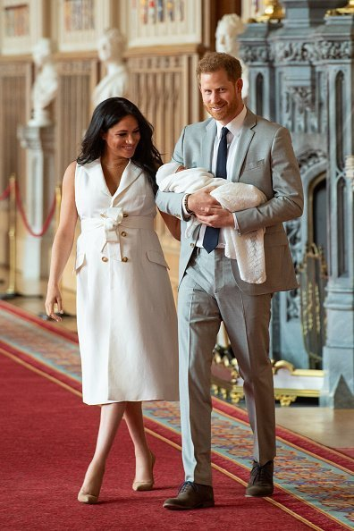 Prince Harry, Duke of Sussex and Meghan, Duchess of Sussex, pose with their newborn son Archie Harrison Mountbatten-Windsor during a photocall in St George's Hall at Windsor Castle on May 8, 2019 in Windsor, England | Photo: Getty Images