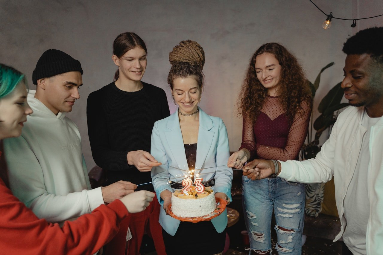 Woman and her loved ones celebrating her birthday   Photo: Pexels