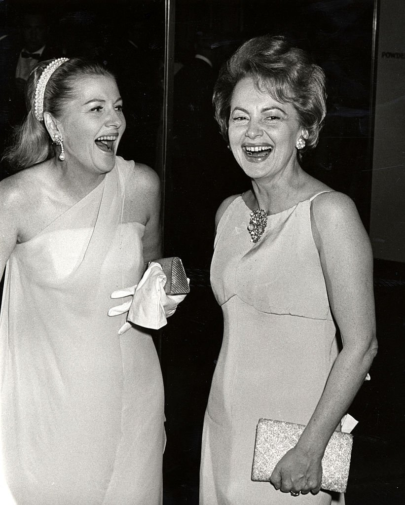 Olivia de Havilland and Joan Fontaine during Marlene Dietrich's Opening Party on September 9, 1967 at Rainbow Room in New York City. | Photo: Getty Images