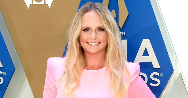Miranda Lambert Stuns in Hot Pink at Cma Awards & Wins Music Video of the Year for 'Bluebird'