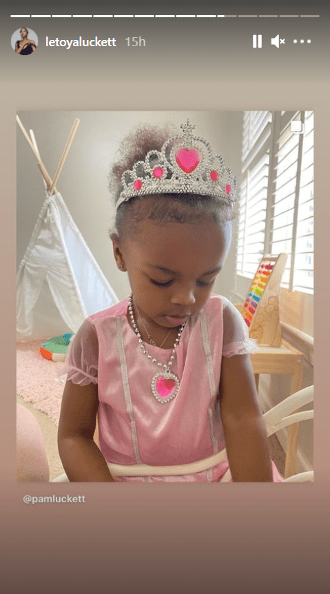 LeToya Luckett's daughter Gianna dressed up like a princess in a pick dress and a tiara. | Photo: Instagram/Letoyaluckett